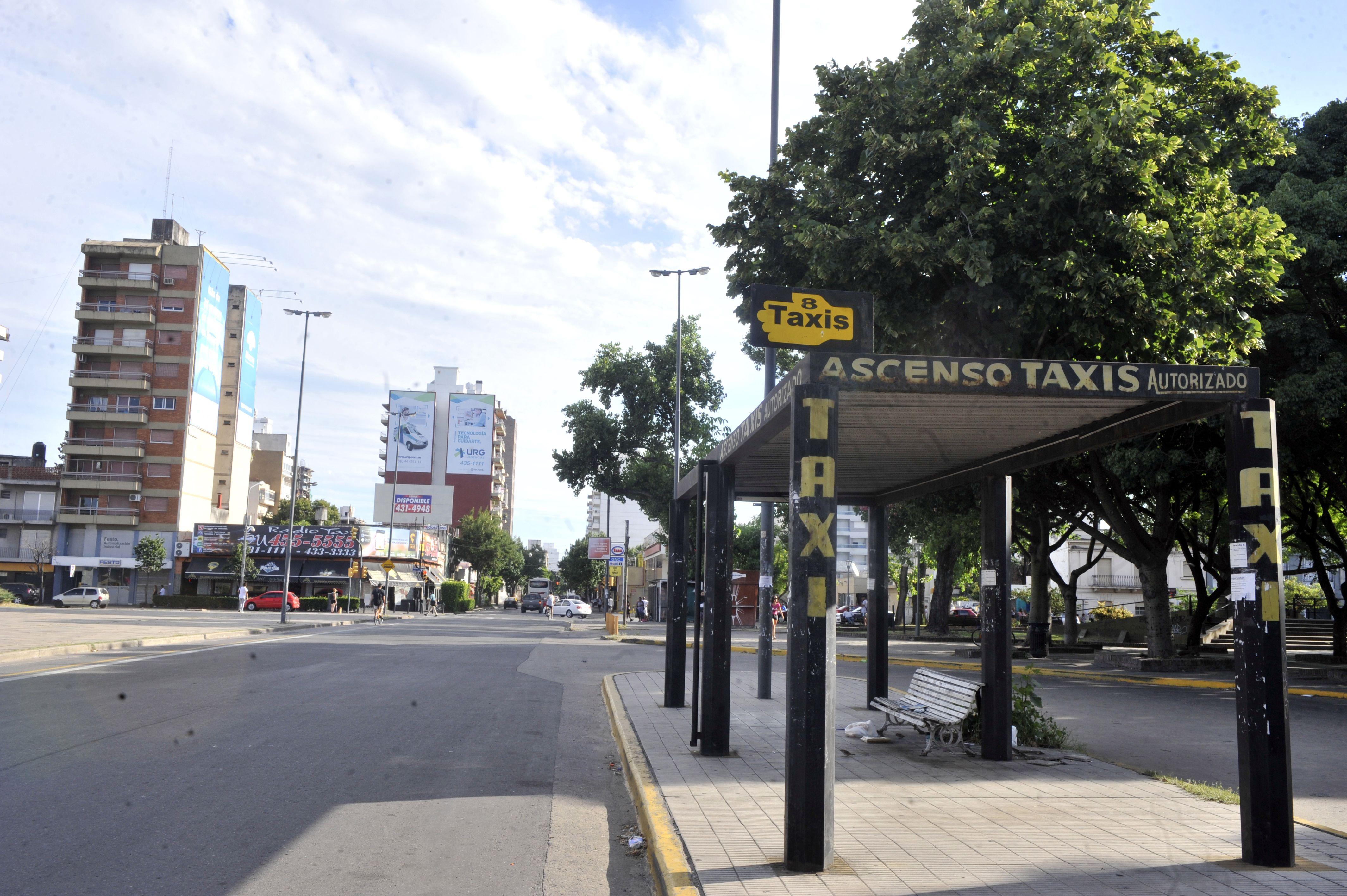 desierto. El paro de taxis lanzado tras el crimen del chofer tuvo un acatamiento total.(Gustavo de los Rios / LaCapital)