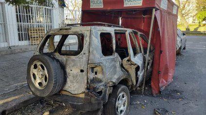 Hallan a un hombre calcinado en una camioneta y creen que estaba ebrio cuando el auto se incendió