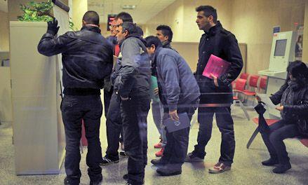 Récord de desempleo en España: los afectados ya son 5,27 millones