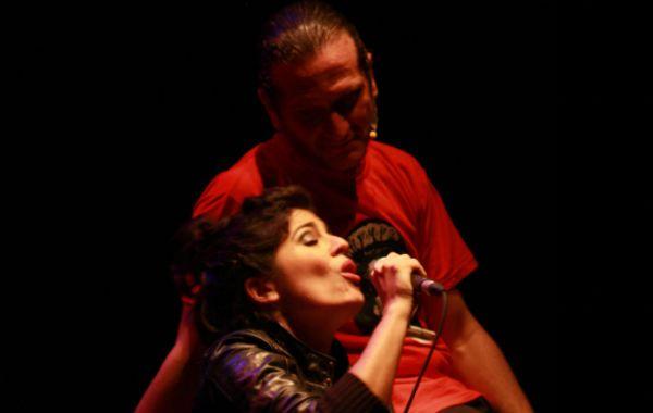 Darío Sztajnszrajber y Lucrecia Pinto lograron una mixtura dinámica en el espectáculo ofrecido el viernes pasado en Plataforma Lavardén.