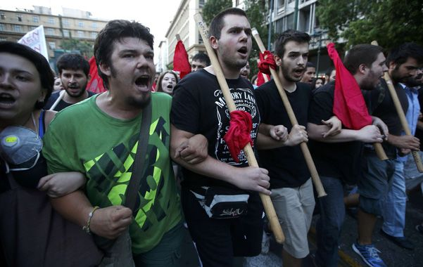 Descontento. La extrema izquierda griega protestó ayer contra el acuerdo.