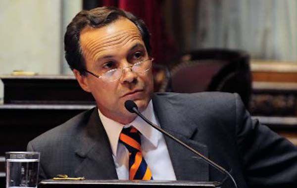 El senador dijo que no puede ser que un jubilado gasta todo lo que tiene en alimentos y medicamentos y debe pagar el IVA.
