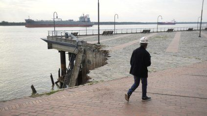 Personal técnico de Obras Públicas del municipio lleva adelante una pormenorizada evaluación de los años causados por el derrumbe de la barranca.
