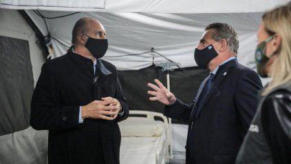 En medio de la pulseada en el peronismo santafesino que protagonizan Perotti y Rossi, dos funcionarios y precandidatos pidieron licencia.