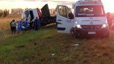 cuatro muertos y una persona herida grave al chocar un auto y un camion