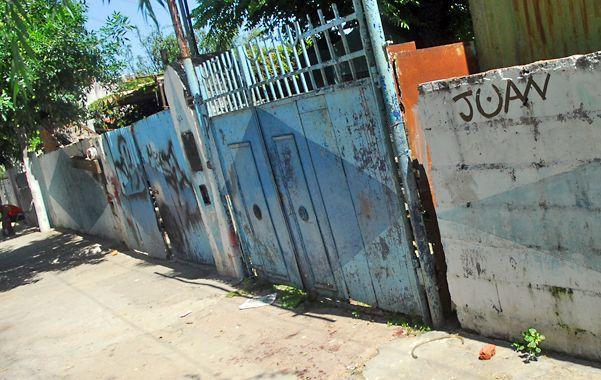 Portón. El lugar por donde saltó José Alberto Flores antes de morir. (Foto: E. Rodríguez Moreno)