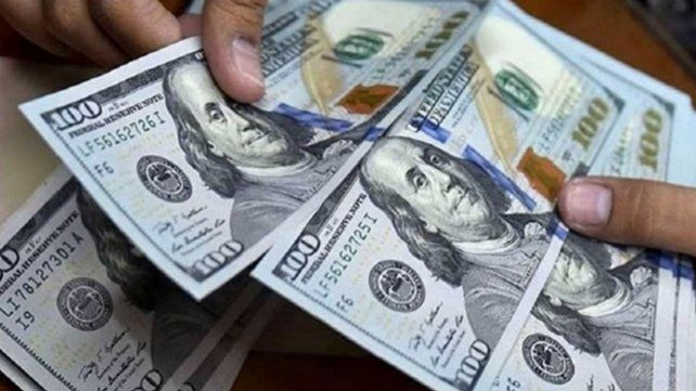 El dólar blue alcanzó los 154 pesos por unidad