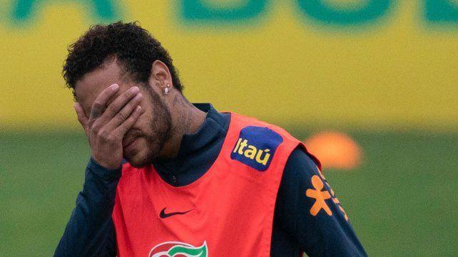 Neymar publicó fotos para defenderse de las acusaciones de violación