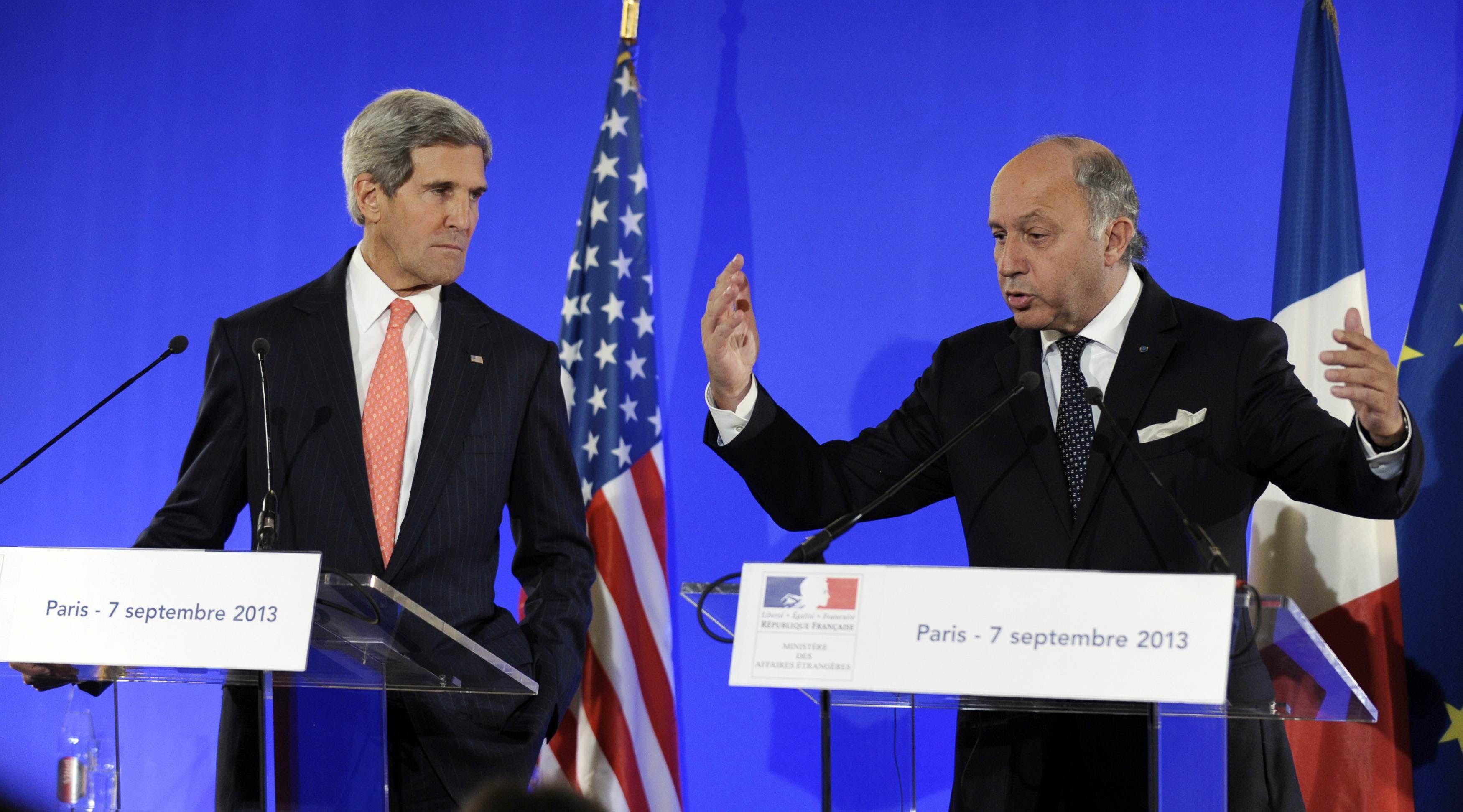 El secretario de Estado John Kerry junto al ministro de Exteriores de Francia
