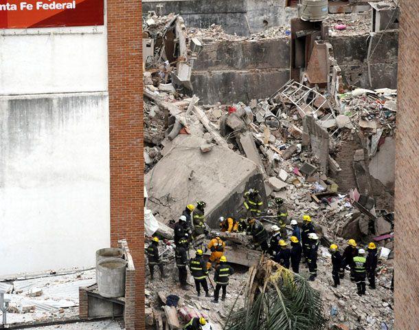 El gobernador recorrió hoy la zona de la tragedia. (Foto: F. Guillén)