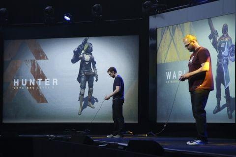 Dos jugadores usan los juegos de la PlayStation 4 en el encuentro para la prensa en Los Angeles. (Foto: AP)