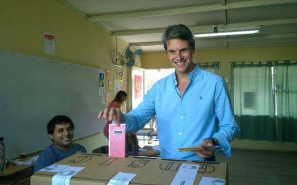 El candidato del Frente Renovador celebró el acto democrático.