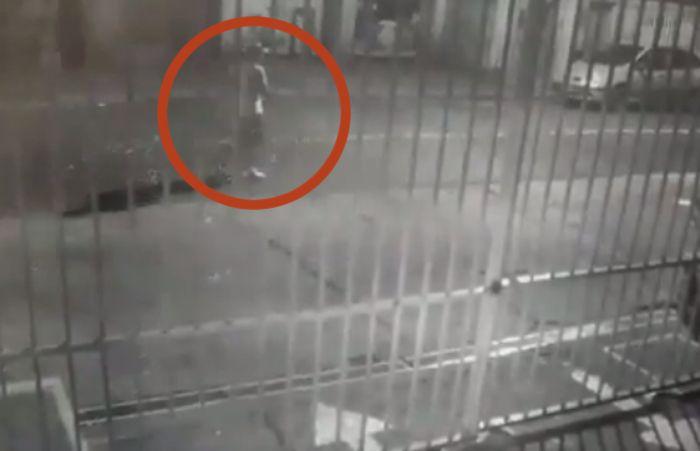 Un fotograma del video donde aparece el principal sospechoso.