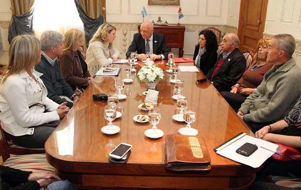 Petitorio. El gobernador y los familiares analizaron en conjunto el pedido elevado al gobernador.