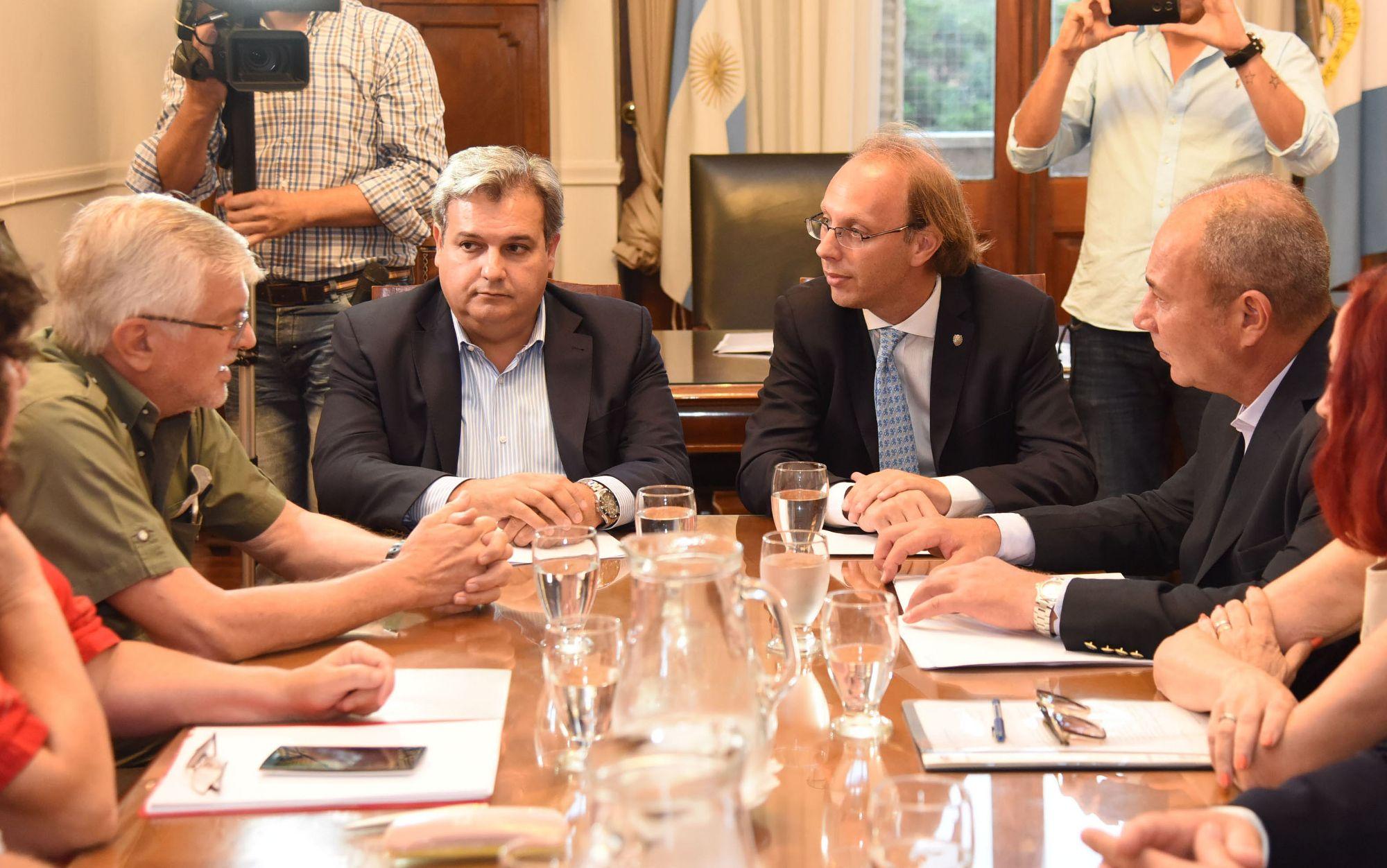 El encuentro con ATE y UPCN que presidió el ministro de Economía