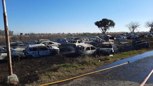 El voraz incendio afectó a 32 vehículos del depósito judicial que la UR XVII San Lorenzo tiene en el cruce de las rutas 34 y A-012