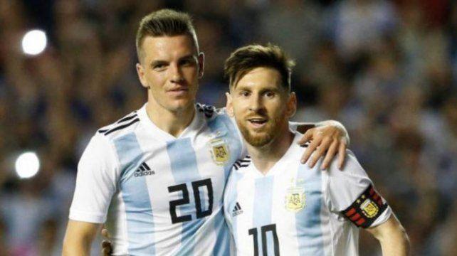 Cuna rosarina. Lo Celso y Messi hablan el idioma del buen fútbol. Hoy serán claves ante Perú en Lima.