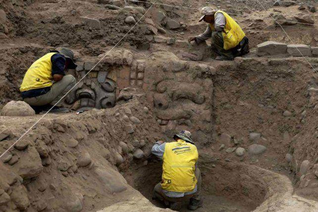 Hallazgo. Los trabajadores arqueológicos en el sector del recinto sagrado.