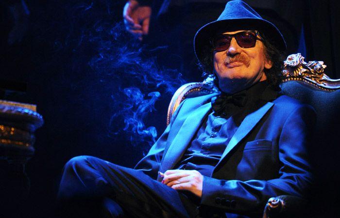 El músico no pudo asistir a la presentación de la banda Turf en el teatro Opera