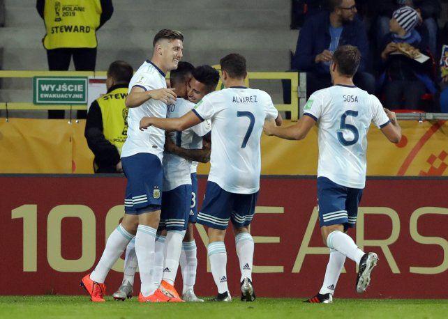 Argentina debutó con una goleada por 5 a 2 ante Sudáfrica