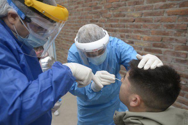 Este domingo Santa Fe anunció cambios en la forma de diagnóstico de casos que van más allá de los hisopados.