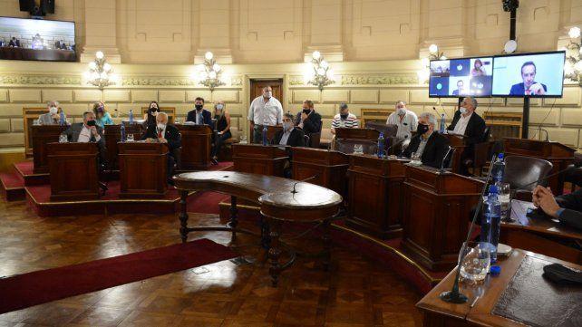 Senadores patearon para hoy la aprobación de la ley tributaria