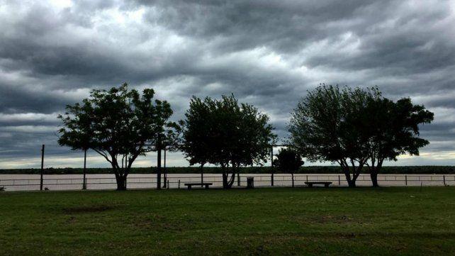 Rosario sigue transitando un otoño caluroso, muy húmedo e inestable
