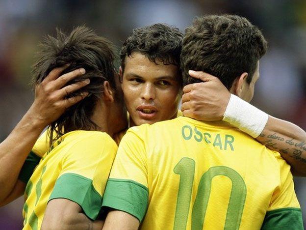Brasil se aseguró el pase a cuartos. Fotos: AP y Reuters