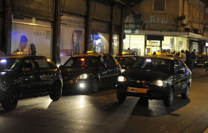 Los taxistas proponen dejar de levantar pasajeros en la calle de noche.