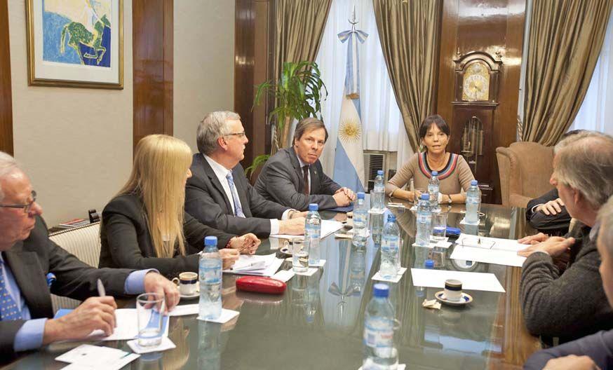 Cuasi dólar. Funcionarios se reunieron con representantes de las cámaras inmobiliarias para poner a punto el Cedin.