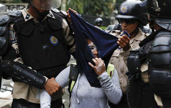 Represión. La policía venezolana realizó arrestos masivos el jueves pasado en Caracas.