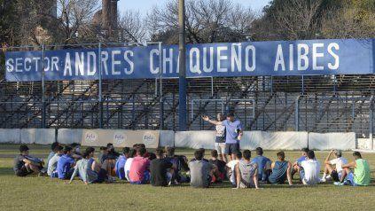 Todos atentos. El colorado Oyarbide y plantel planifican como ganarle a Puerto Nuevo, líder en la D.