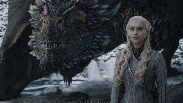 Emilia Clarke interpretó a Daenerys Targaryen. Muchos fanáticos de GOT aprendieron el idioma ficticio de un mundo imaginario.