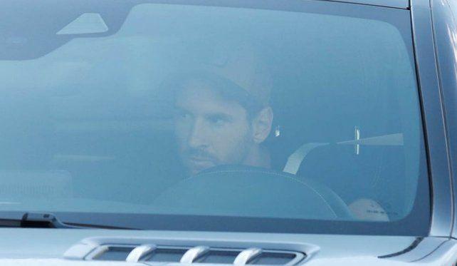 Messi volvió a las prácticas en Barcelona después de la intensa tormenta