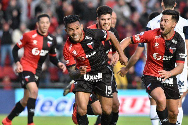 El colombiano Wilson Morelo festeja e gol de la victoria en el final