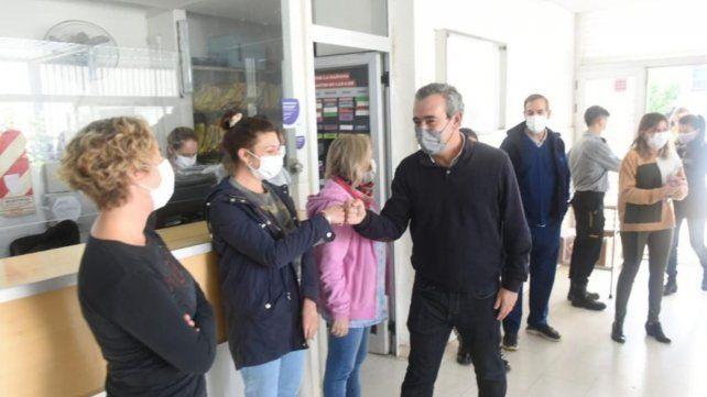 Javkin estuvo presente en el centro de vacunación de Génova e Ibarra.