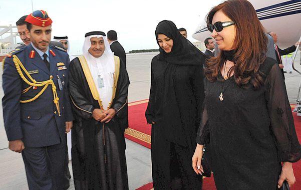 Cristina Fernández de Kirchner fue recibida en Abu Dhabi por las autoridades de Emiratos Arabes.