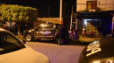 Ayacucho al 4300. La policía trabaja en el lugar donde fue asesinada Mariel Soledad Lezcano, quien fue señalada como integrante de la banda de René Ungaro.
