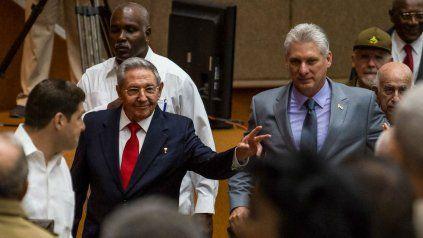 Hace dos años, Raúl le cedió el cargo de presidente a Díaz-Canel. Ahora renunció al puesto más poderoso, secretario del PCC.