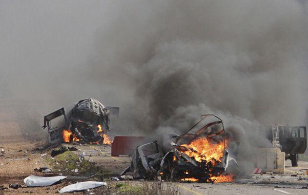Ataque. Los vehículos destruidos por los misiles cerca de la aldea de Ghajar.