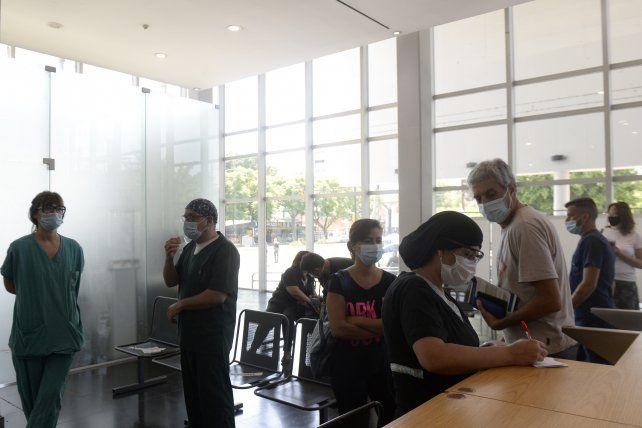 Las vacunas se colocaron por turnos durante todo el día. Después del pinchazo, se pedía permanecer en la sala de espera media hora.