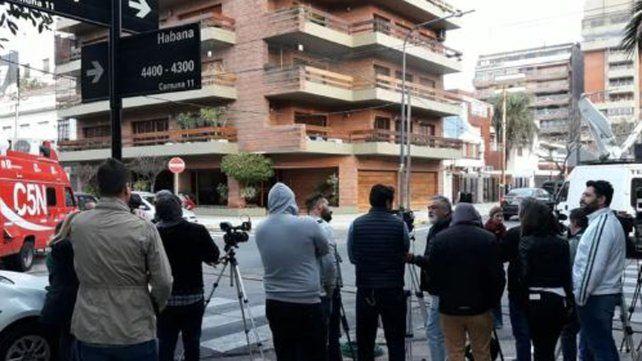 Allanan la casa de Claudia Villafañe por la batalla de las camisetas de Maradona