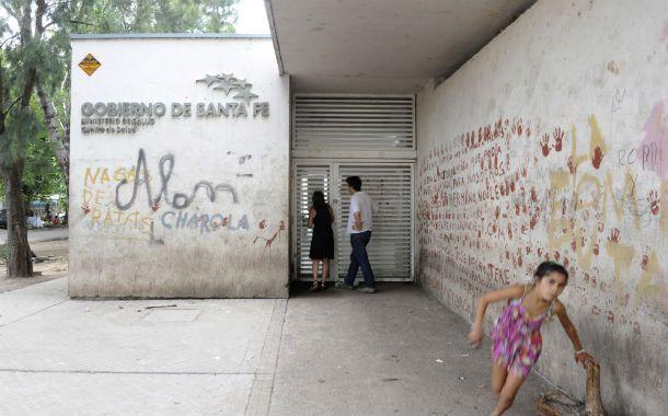 Emblemático. El dispensario fue construido en 2010 para descomprimir la afluencia de pacientes al Roque Sáenz Peña. (Foto: S. Salinas)
