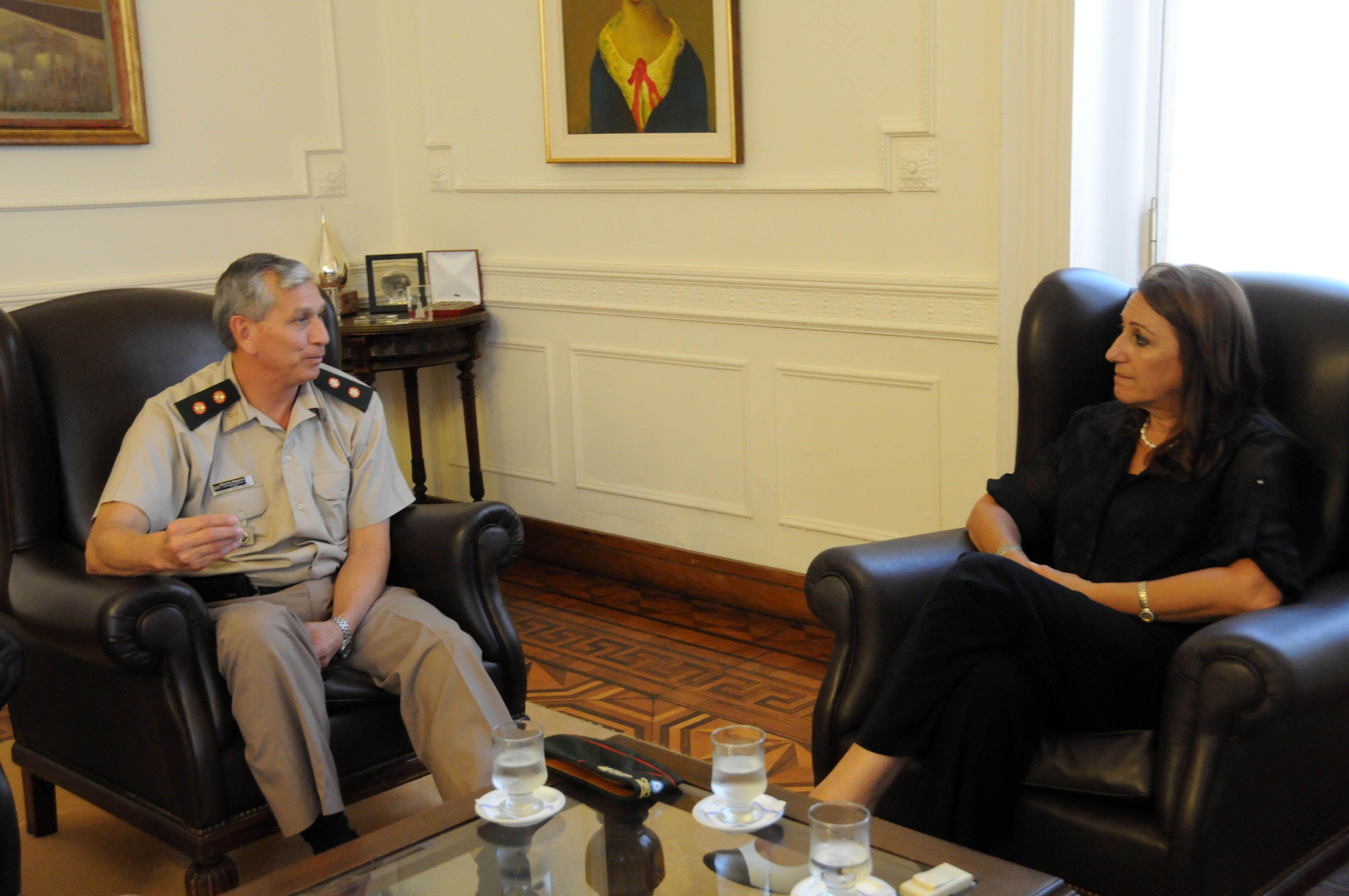 La intendenta Mónica Fein recibió hoy al nuevo jefe de la Región II de Gendarmería Nacional