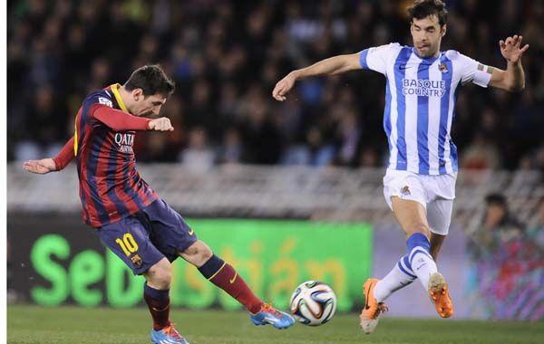 La Pulga saca el zurdazo que se convertirá en el gol de Barcelona