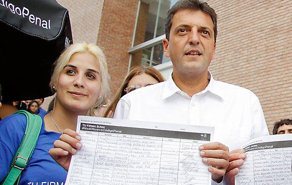 Campaña. Sergio Massa sigue recolectando firmas para impulsar una consulta popular por el Código Penal.