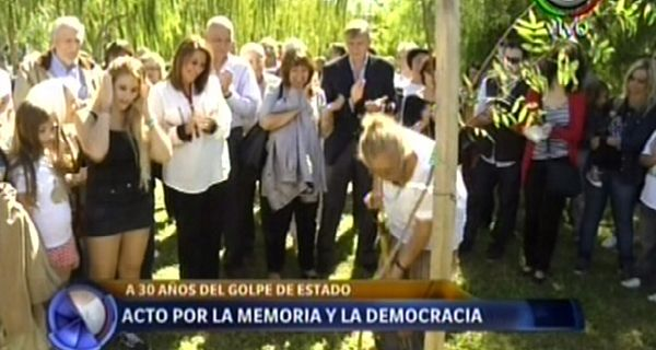 Organismos de derechos humanos y funcionarios participaron del acto en el Bosque de la Memoria.