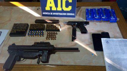 Una ametralladora, una pistola, una escopeta y 300 municiones fue el saldo del operativo vinculado a la investigación por el crimen de Enzo Moreno.