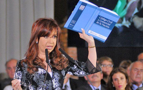 Cristina firmó ayer en la Casa Rosada la promulgación del nuevo Código Civil (unificado con el Comercial) que la semana anterior obtuvo sanción definitiva en Diputados.