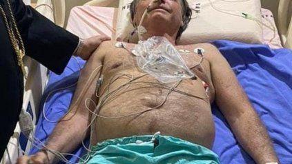 El presidente había sido internado esta mañana por una crisis de hipo; los estudios arrojaron que tiene una obstrucción intestinal.